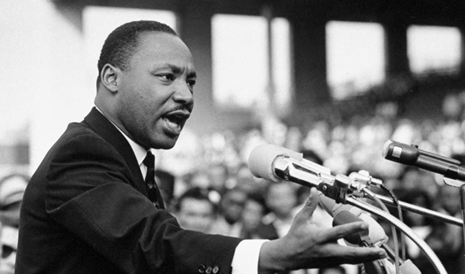 Martin Luther King dando un discurso