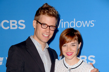 Barrett Foa y Renee Felice Smith