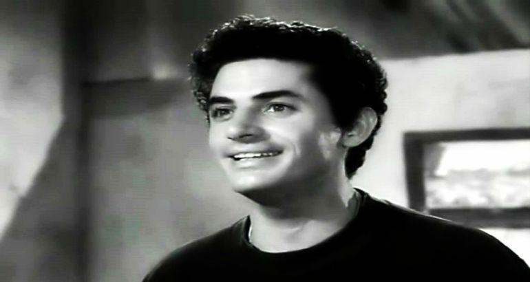 Antonio Molina en una escena de alguna película