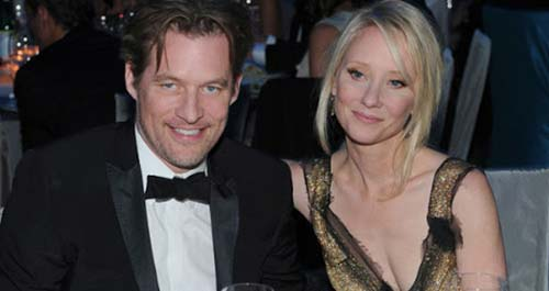 Anne Heche sentada con James Tupper